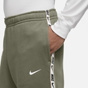 Nike Swoosh Repeat Men's Jogger Green